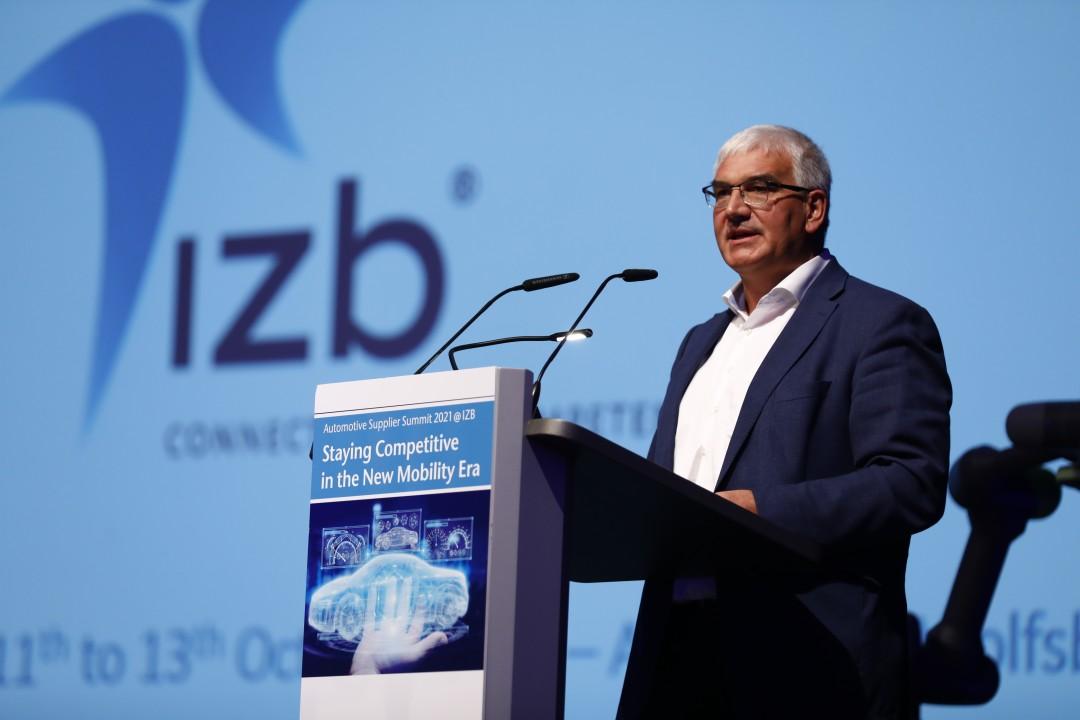 Wendelin Göbel, Vorstand der Wolfsburg AG, eröffnet die IZB 2021. Foto: offenblende